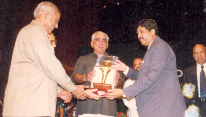 award-dileepbhai-sanghani