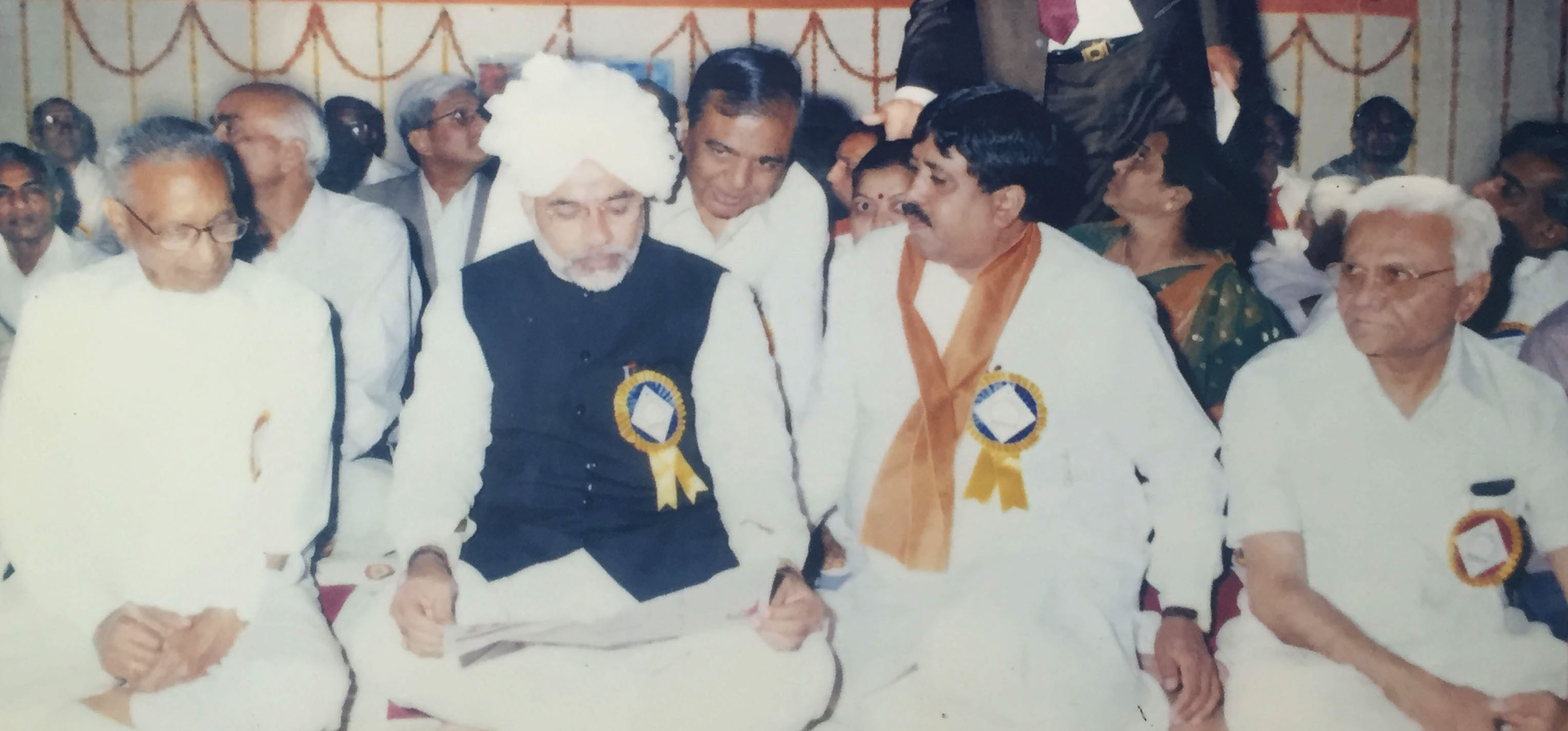 narendra-modi-and-dileepbhai-sanghani